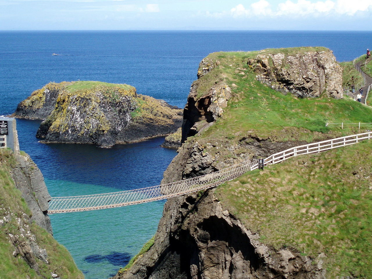 1280px-the_rope_bridge_at_carrick-a-rede