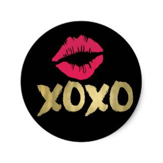xoxo_faux_gold_pink_lips_black_classic_round_sticker-ra4a385e8de654089a9dd9134e36c4bc2_v9waf_8byvr_324