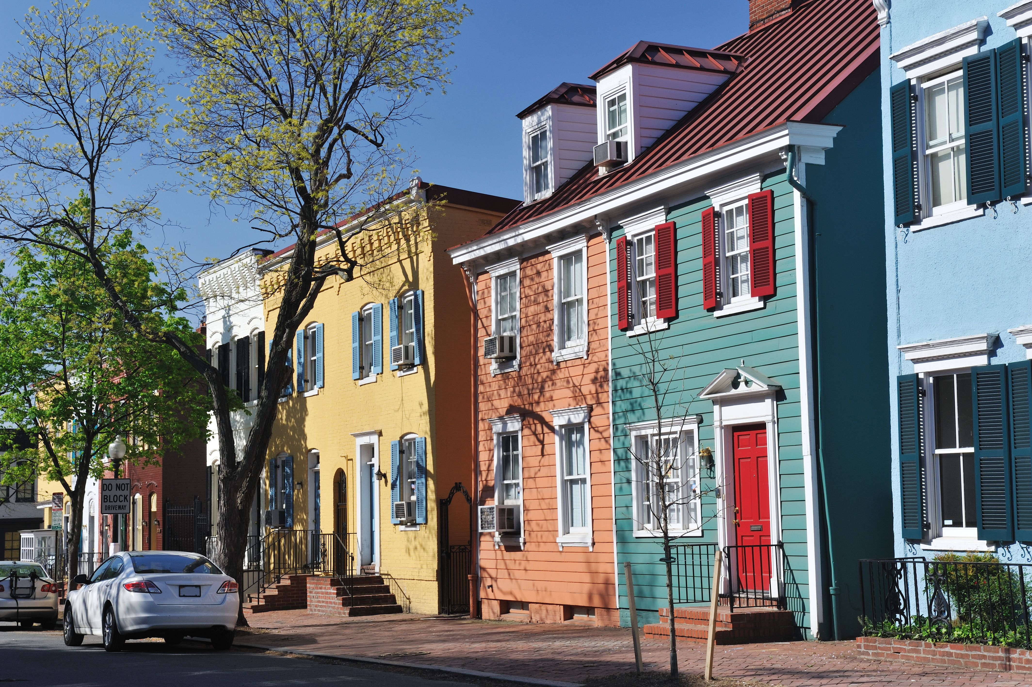 colorful-historic-row-houses-in-georgetown-155393842-5a5f9be0842b1700379e4cd8